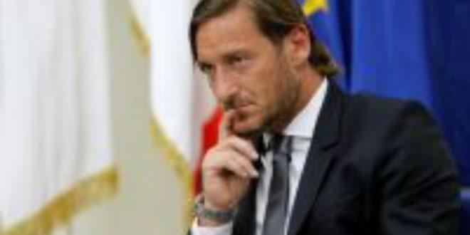 توتي يدعم نابولي قبل مواجهة برشلونة